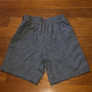 Children's Place boys size 5T shorts